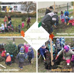 Děti sázející stromy